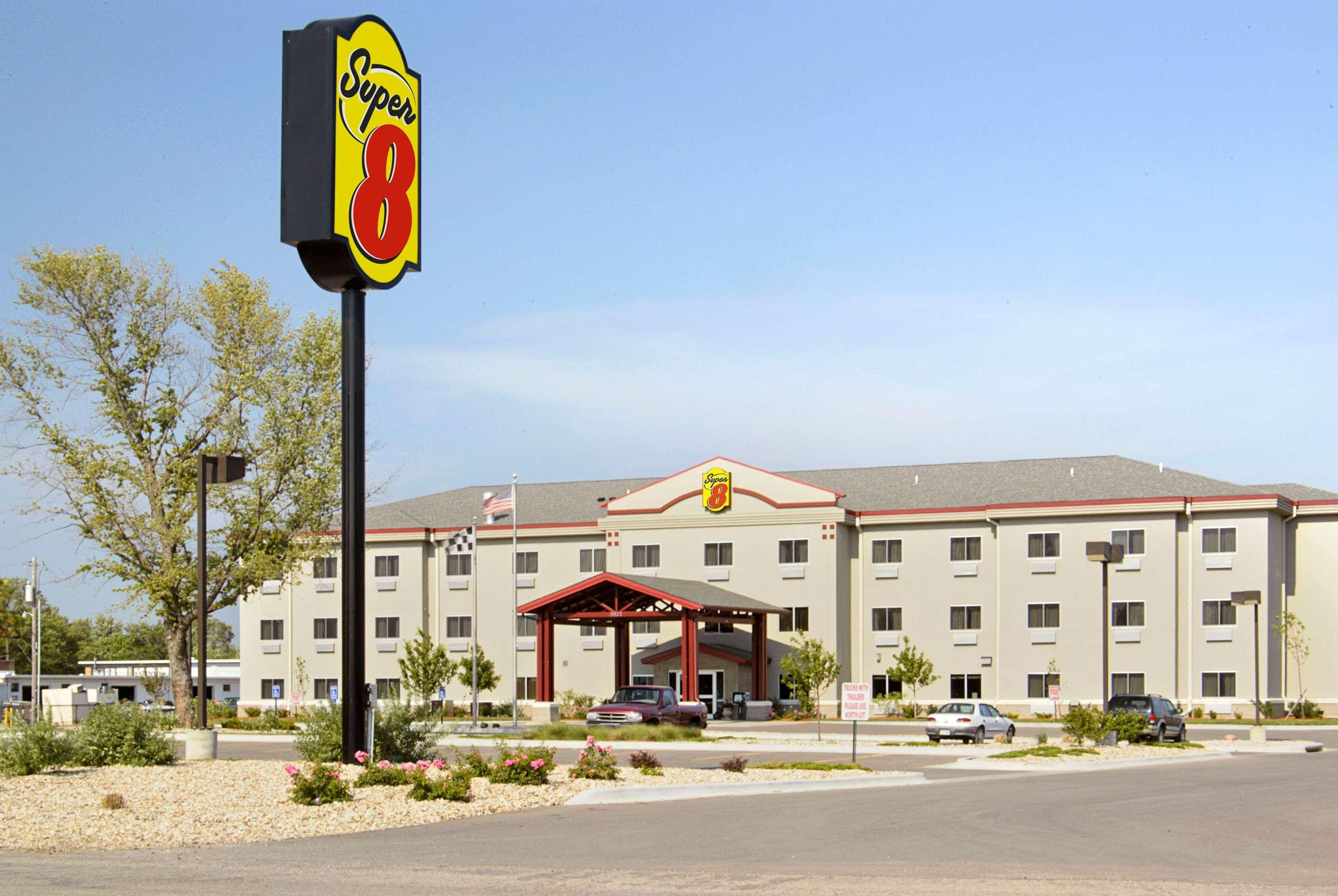 Super 8 by Wyndham Topeka at Forbes Landing